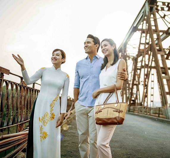 guests enjoying sightseeing with intercontinental hanoi landmark72 hanoi city hotel