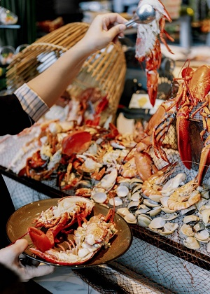 Hanoi hotel seafood buffet