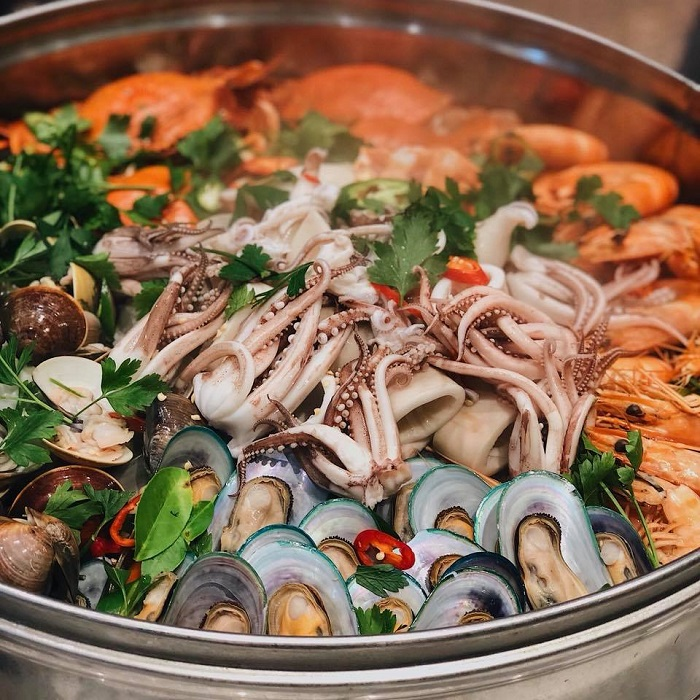 Hanoi luxury hotel seafood buffet