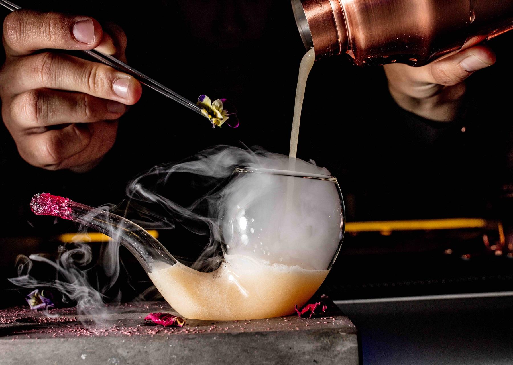 đồ uống cocktails tại intercontinental hanoi landmark72 khách sạn 5 sao sang trọng cao nhất hà nội