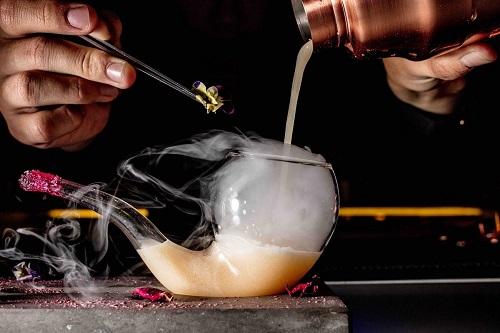 cocktail độc đáo tại intercontinental hanoi landmark72 khách sạn 5 sao sang trọng cao nhất hà nội