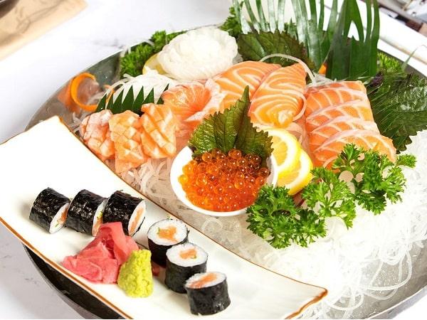 món sushi và sashimi của nhà hàng buffet tại Hà Nội