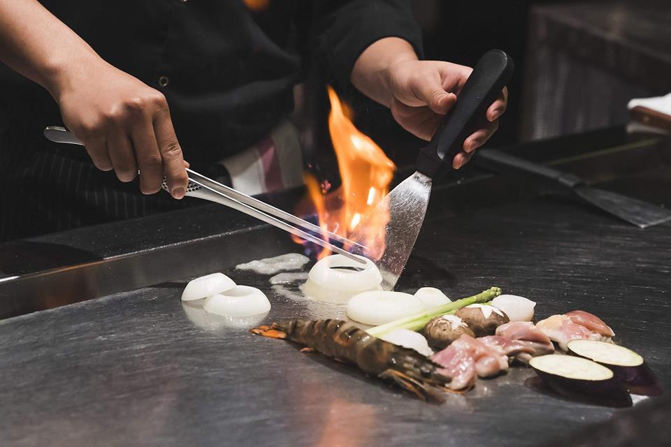 preparing food on the Teppanyaki Grill Hanoi
