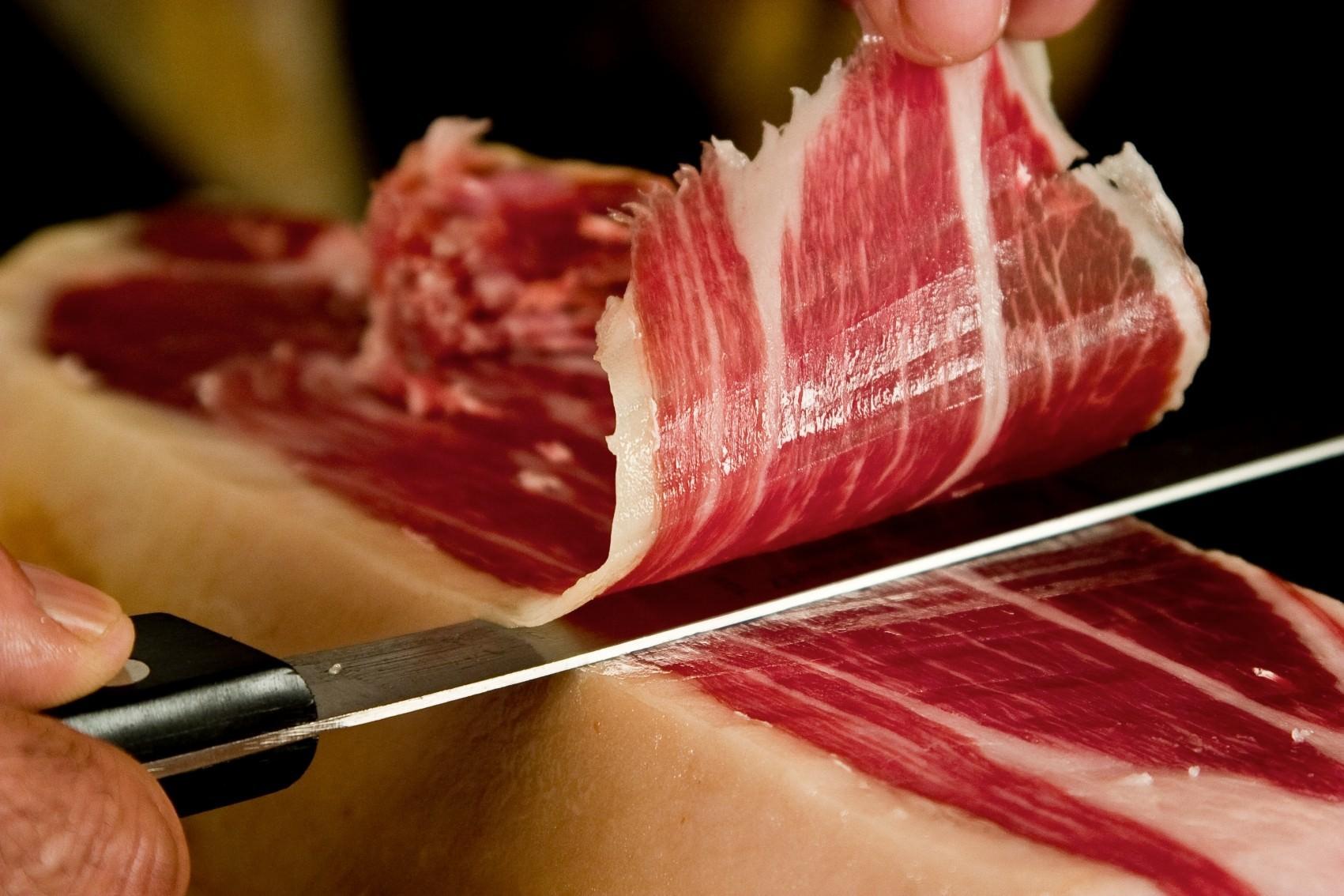cutting beef slice in a Hanoi hotel restaurant
