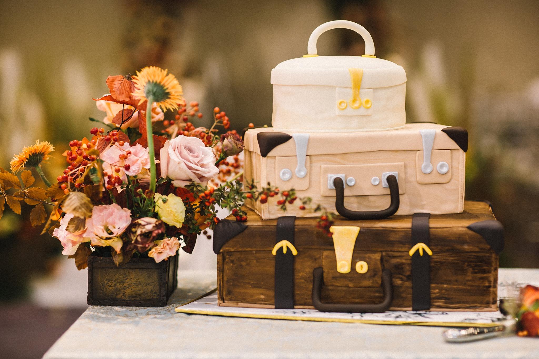Hanoi hotel wedding cake