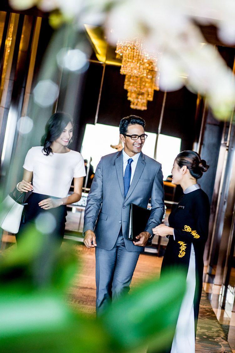 chào đón khách tới trung tâm sự kiện tại intercontinental hanoi landmark72 khách sạn 5 sao sang trọng cao nhất hà nội
