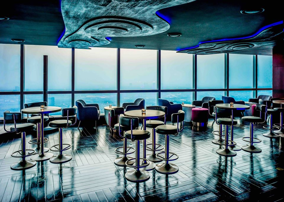 highest luxury bar with bespoke cocktails at luxury restaurant in intercontinental hanoi landmark72 hanoi city hotel
