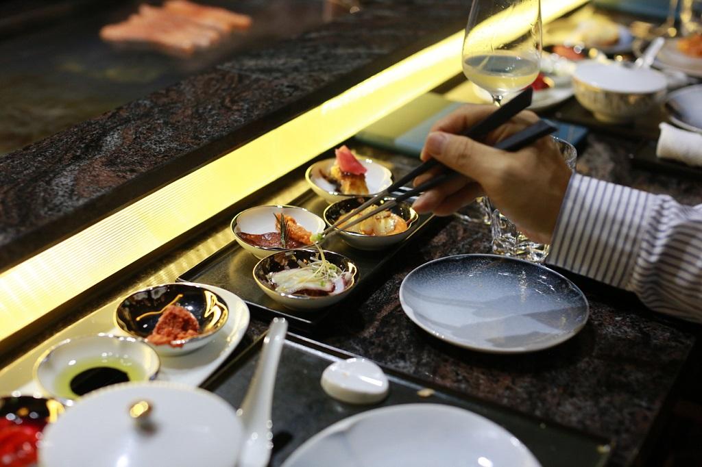 table setting at Stellar Teppanyaki Hanoi