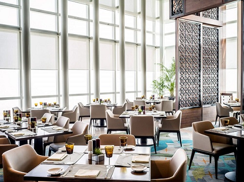 3 Spoons Hanoi restaurant table arrangement
