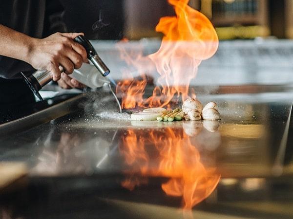 Món nướng teppanyaki tại nhà hàng của khách sạn ở Hà Nội