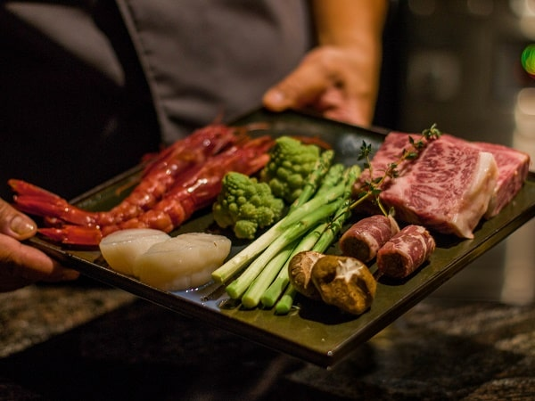 nguyên liệu cho món nướng teppanyaki tại nhà hàng của khách sạn ở Hà Nội