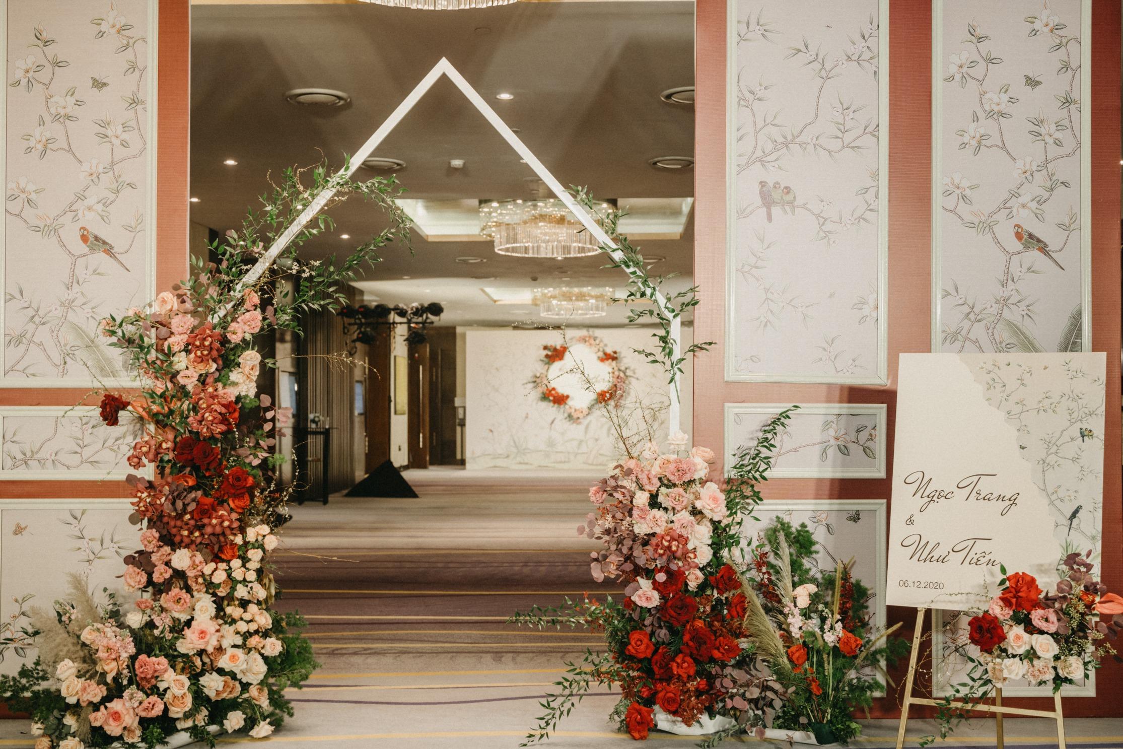burgundy wedding flower reception at Hanoi hotel