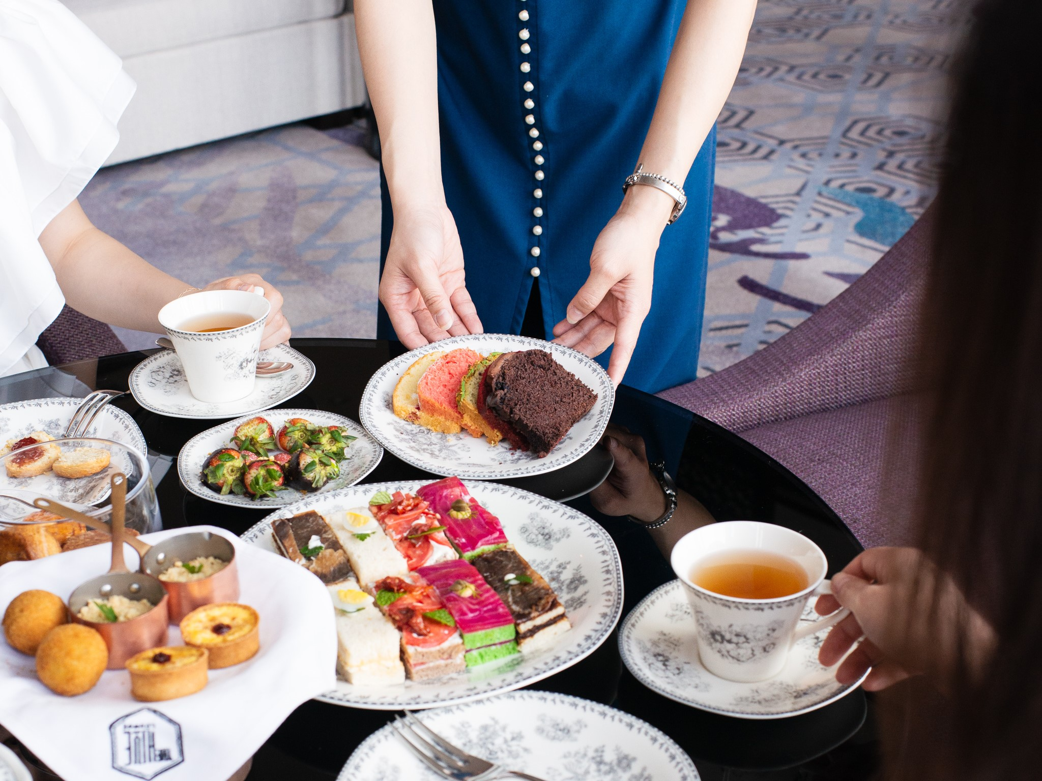 afternoon tea at Hanoi hotel Hive Lounge