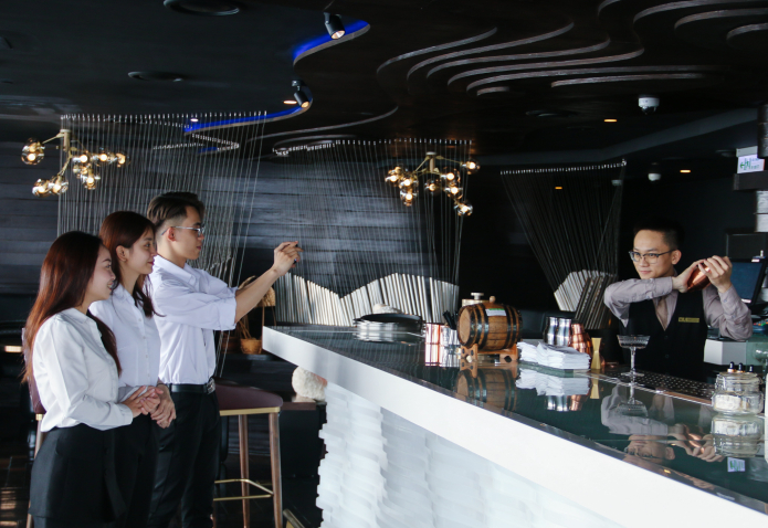 mixology class for student at 5 star hotel in hanoi
