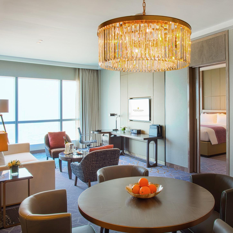 khách sạn có phòng khách royal suite intercontinental hanoi landmark72