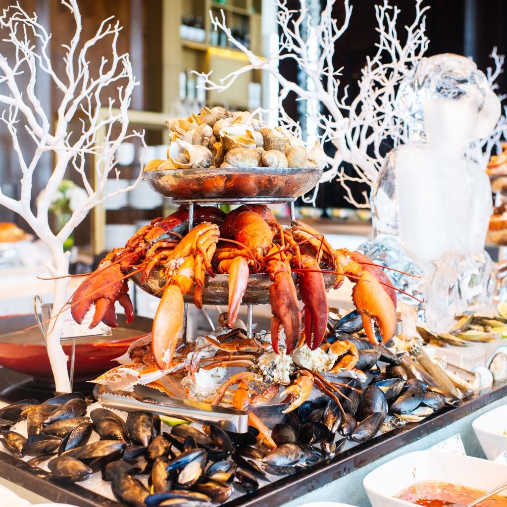 buffet hải sản trưa chủ nhật tại khách sạn intercontinental hà nội