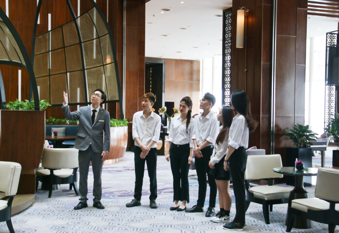 hotel tour for students at five star hotel in hanoi