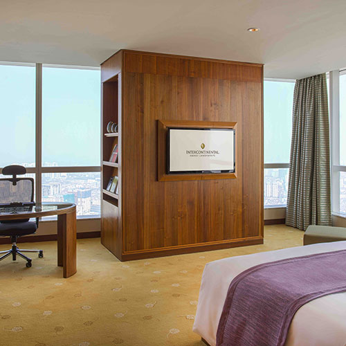 Luxurious accommodation and Club InterContinental benefits with the Corner Suite at InterContinental Hanoi Landmark72