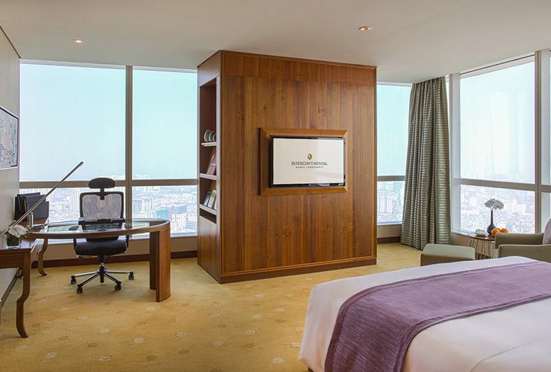 Hanoi hotel corner suite