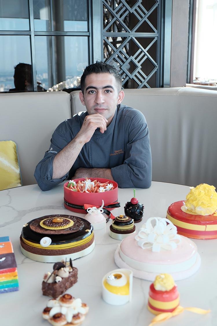 Bếp trưởng bếp bánh Serhat Mizrakli tại intercontinental hanoi landmark72