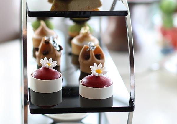 trà chiều sang trọng tại intercontinental hanoi landmark72 khách sạn 5 sao cao nhất hà nội