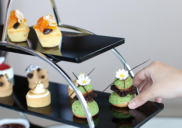 afternoon tea set at The Hive Lounge at Hanoi 5-star hotel