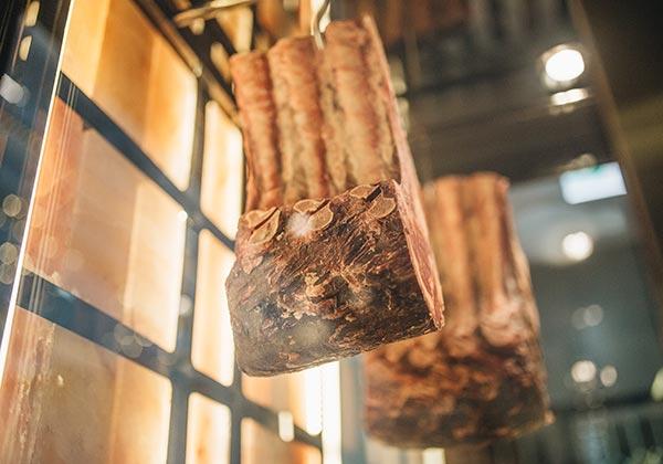 thịt bò lên tuổi tại nhà hàng sang trọng intercontinental hanoi landmark72 khách sạn 5 sao cao nhất hà nội