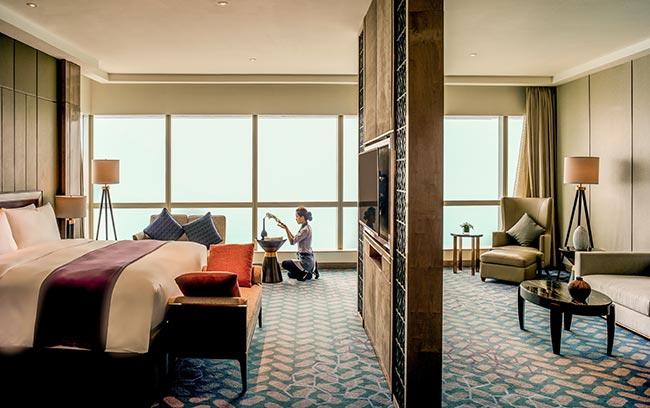 phòng suite sang trọng tại intercontinental hanoi landmark72 khách sạn 5 sao sang trọng tại hà nội với tầm nhìn toàn cảnh thành phố