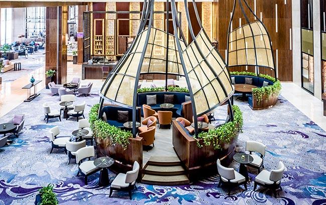 kiến trúc độc đáo tại The Hive Lounge lobby lounge sang trọng tại intercontinental hanoi landmark72 khách sạn 5 sao hà nội