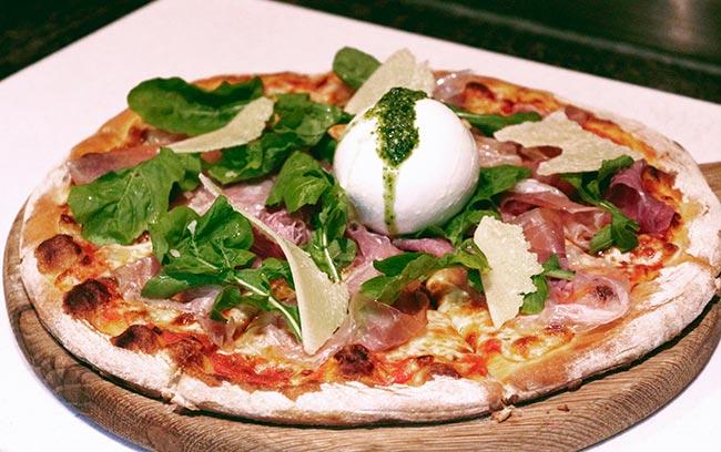 pizza Ý chuẩn mực và ẩm thực tinh tế tại nhà hàng sang trọng, intercontinental hanoi landmark72 khách sạn 5 sao tại hà nội