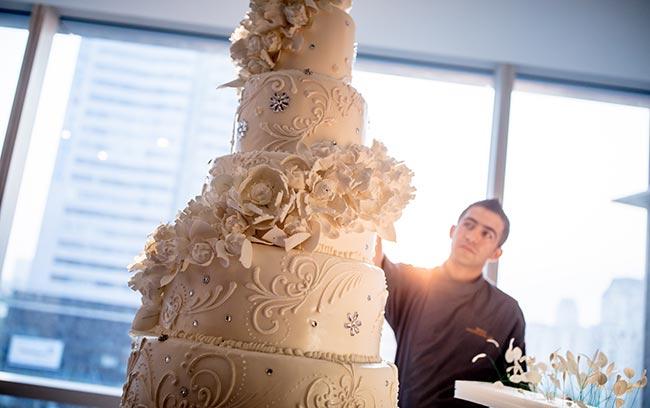 bánh cưới tinh tế và lớn nhất việt nam tại khách sạn 5 sao sang trọng intercontinental hanoi landmark72