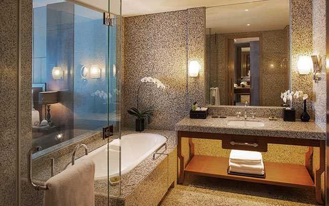 Hanoi luxury hotel bathroom