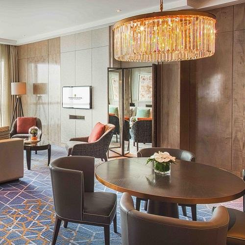 phòng suite sang trọng với tầm nhìn toàn cảnh thành phố tại intercontinental hanoi landmark72 khách sạn 5 sao cao nhất hà nội