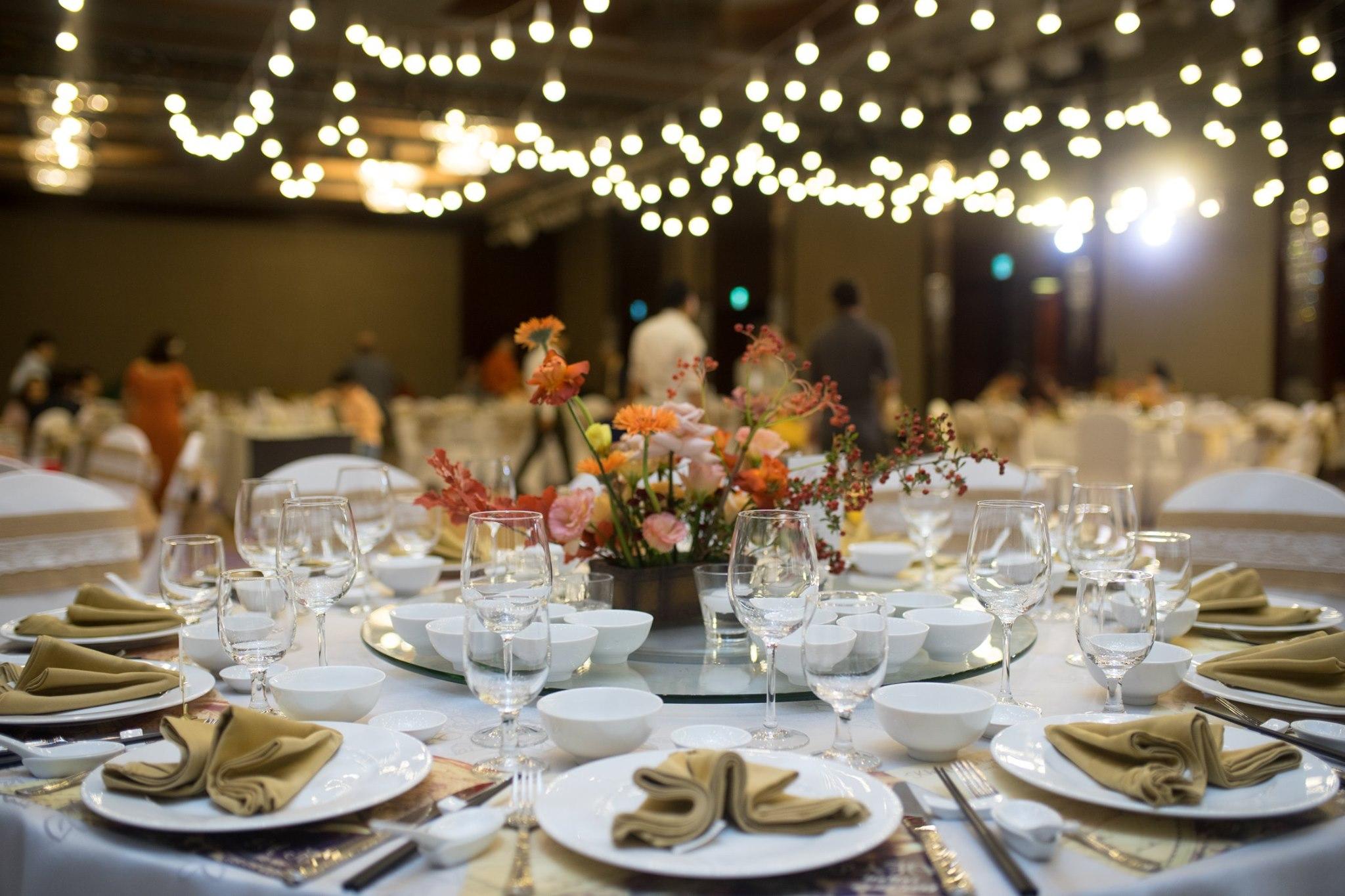 Hanoi hotel wedding banquet table arrangement