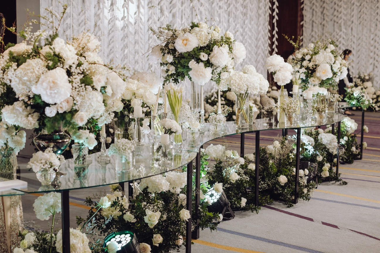 Hanoi wedding white flower arrangement