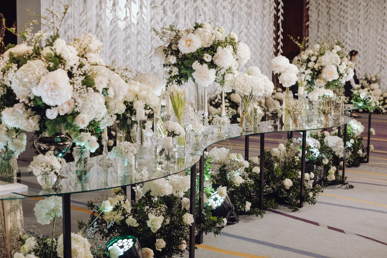 white flower decoration for Hanoi weddings